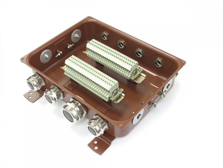Коробка монтажная КМ 65-40 УХЛ1,5 латунный ввод IP65 | zeta30360 | ЗЭТАРУС (Завод электротехнической арматуры)