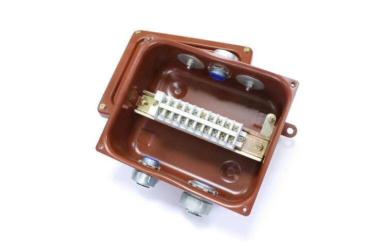 Коробка соединительная КСМР-10 У2 IP54 | zeta30374 | ЗЭТАРУС (Завод электротехнической арматуры)