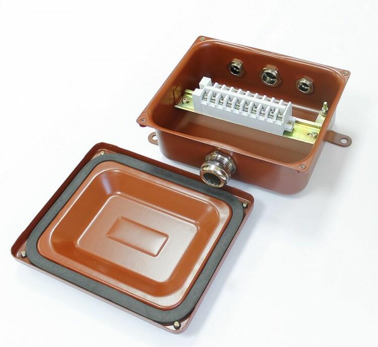 Коробка клеммная У614А УХЛ1,5 IP65 латунный ввод | zeta30321 | ЗЭТАРУС (Завод электротехнической арматуры)
