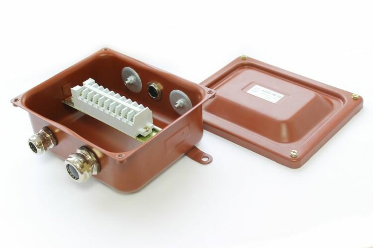 Коробка с зажимами наборными КЗНС-08 УХЛ1,5 IP65 латунный ввод | zeta30314 | ЗЭТАРУС (Завод электротехнической арматуры)
